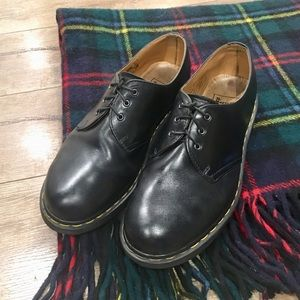 Doc Dr. Martens Black Oxfords Classic Shoes D19-1s